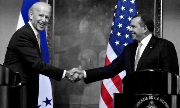 presidentes de América dando se la mano